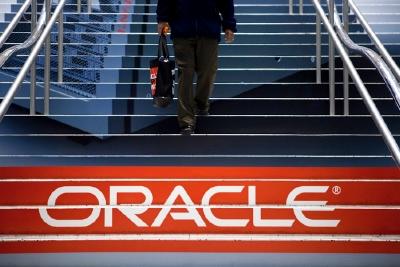 Oracle es una potente herramienta basada en la arquitectura Cliente/Servidor para la gestión de bases de datos