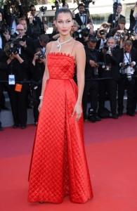Bella Hadid robe rouge aux bretelles Festival de Cannes 2017