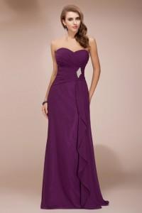 Longue robe prune bustier coeur à ceinture ornée de strass